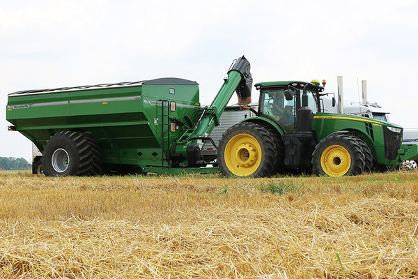 Unverferth | 20 Series Dual-Auger Grain Carts | Model 1320 for sale at Kunau Implement, Iowa