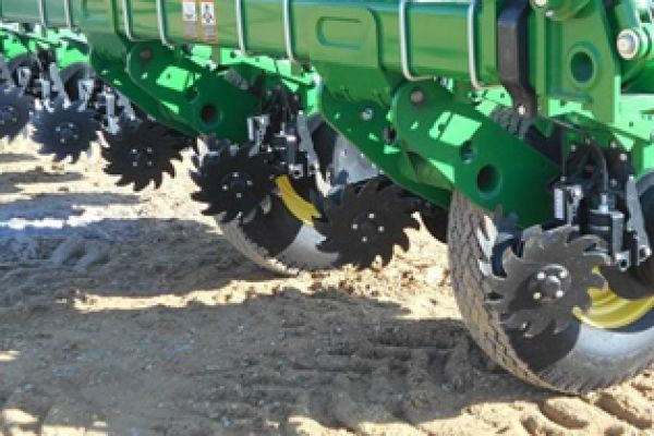 Yetter | Planter Unit Mounted | Model 2940-001 (Deere) for sale at Kunau Implement, Iowa